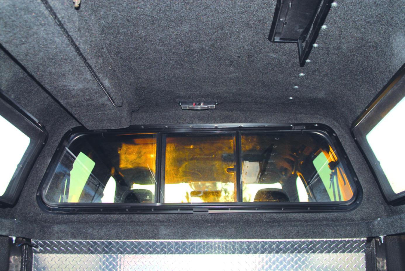 Leer Model 122 Custom Truck Accessories